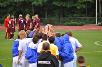 boys-soccer-huddle