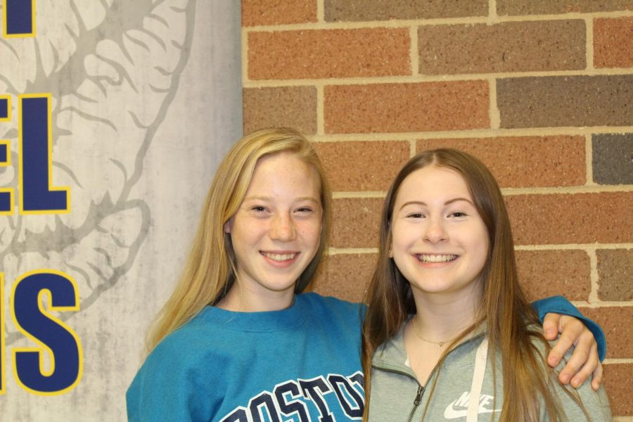 Sophomores Ashley Sarno and Grace Gundlach (left to right) bonding over new studentry.